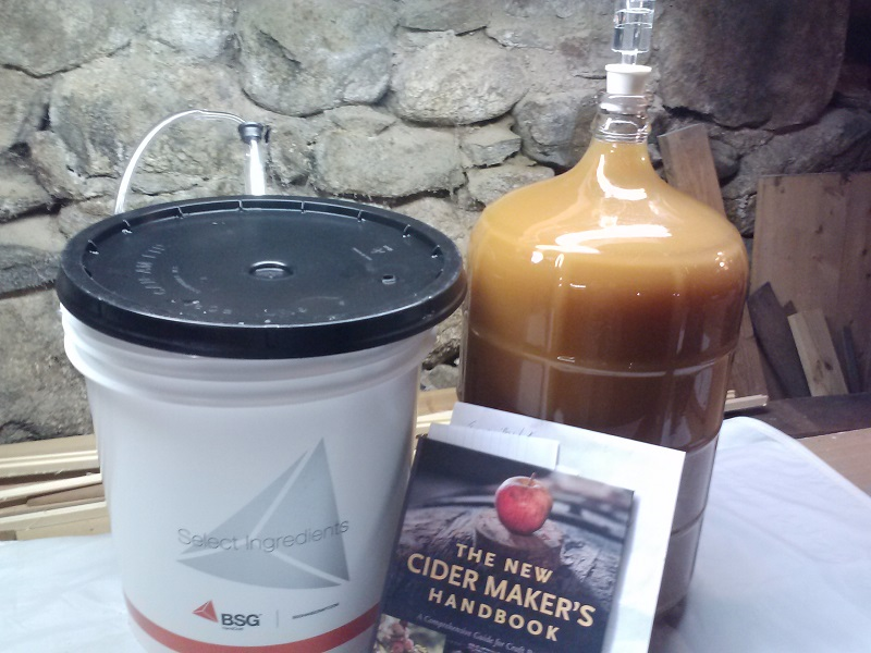 Cider in the carboy - first racking - 800 dpi