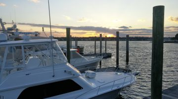 Dockside dining at the Sunset Grill